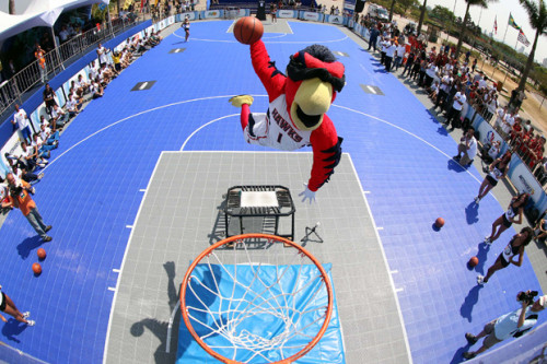 Harry, The Hawk, mascote do Atlanta  (NBA/Divulgação)