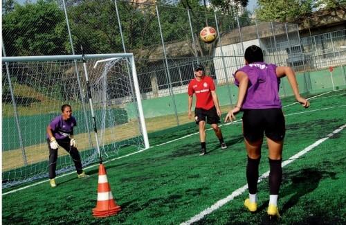 Treino de futebol do Centro Olímpico de Treinamento e Pesquisa