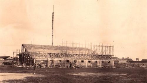 """Construção de arquibancada (Acervo """"Gazeta Esportiva"""")"""