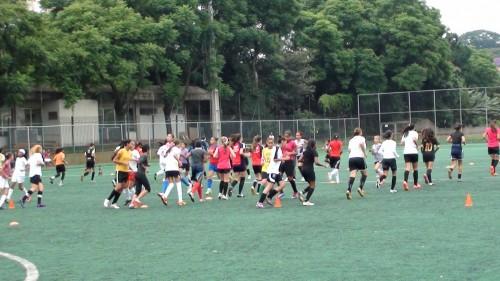 Treinamento de futebol feminino no COTP