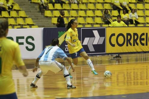 Vanessa em amistoso contra a Argentina (Zerosa Filho/CBFS)