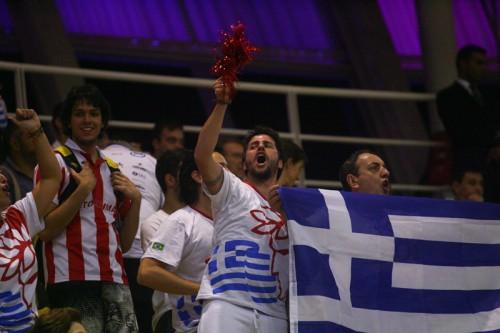 Torcida do Olympiacos em Barueri (Samuel Vélez)