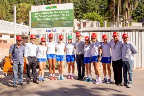 Jogadoras da seleção visitam obras do centro de handebol em São Bernardo (Cinara Piccolo/Photo&Grafia)
