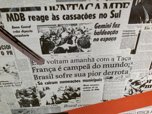 """Manchetes de jornal sobre futebol no Sesc Santana; destaque para """"pior derrota"""""""