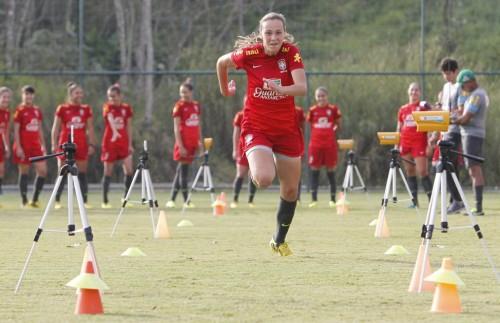 Marjorie Castro com a seleção sub-17 em 2013 (Rafael Ribeiro/CBF)
