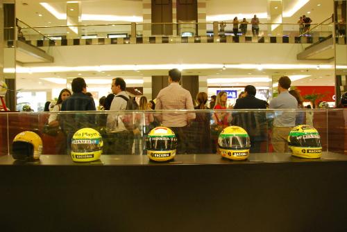 Capacetes de Senna no Anália Franco (IAS/Divulgação)