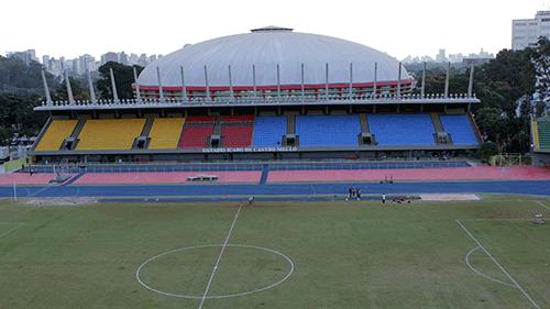 Estádio Ícaro de Castro Mello com ginásio do Ibirapuera ao fundo (SELJ)